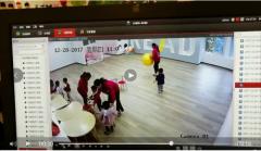 曝2岁男童早教中心 假摔伤要求索赔 疑是敲诈勒索