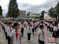 """中国第一所希望小学:让山区孩子从""""没学上""""到""""上好学"""""""